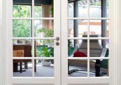Få mere lys i boligen med flotte klassiske og moderne glasdøre